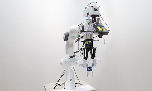 A photo of the robotic system developed by NUS.